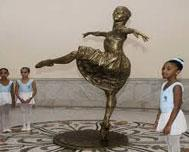 Statue of Alicia Alonso expands the richness of the Great Theater of Havana