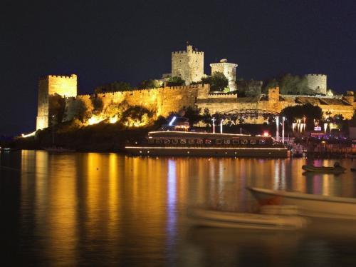 nightview-of-bodrum-castle.jpg